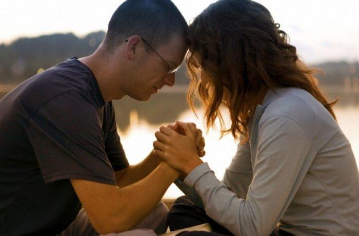 Cách đơn giản để cầu nguyện chung với bạn đời giúp cải thiện đời sống hôn nhân