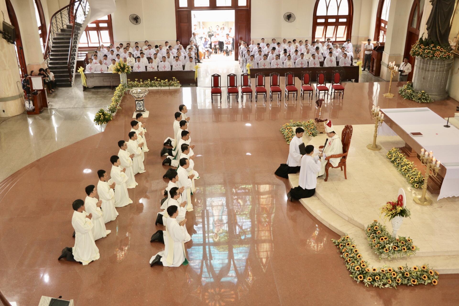 Gp. Phú Cường: Thánh lễ truyền chức phó tế và linh mục