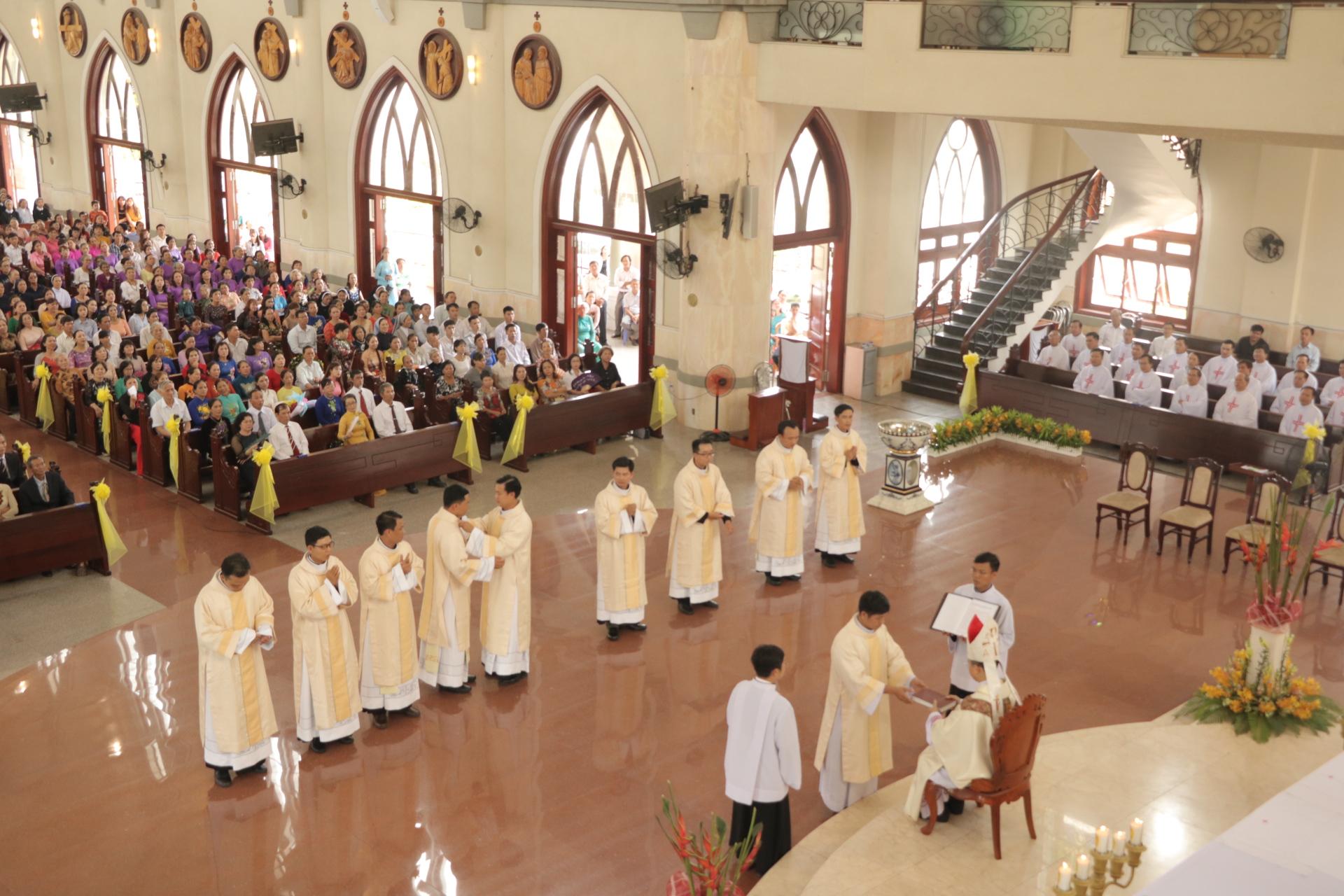 Thánh Lễ Phong Chức Phó Tế Tại Giáo Phận Phú Cường